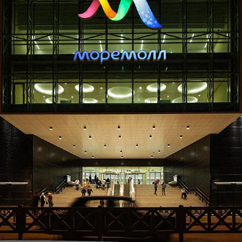 Multifunctional shopping and entertainment complex